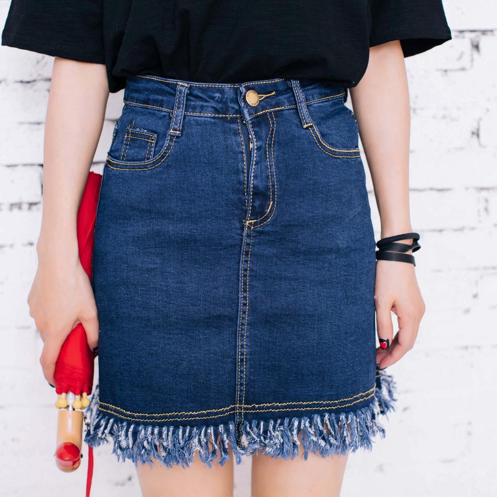 Skirt301 กระโปรงแฟชั่นผ้ายีนส์ยืดเนื้อดีสียีนส์เข้ม ซิปหน้า กระเป๋าข้าง ตัดแต่งชายรุ่ยเก๋ๆ งานดีผ้ายีนส์แท้เนื้อนิ่มใส่สบาย งานน่ารักแมทช์กับเสื้อได้หลายแบบ