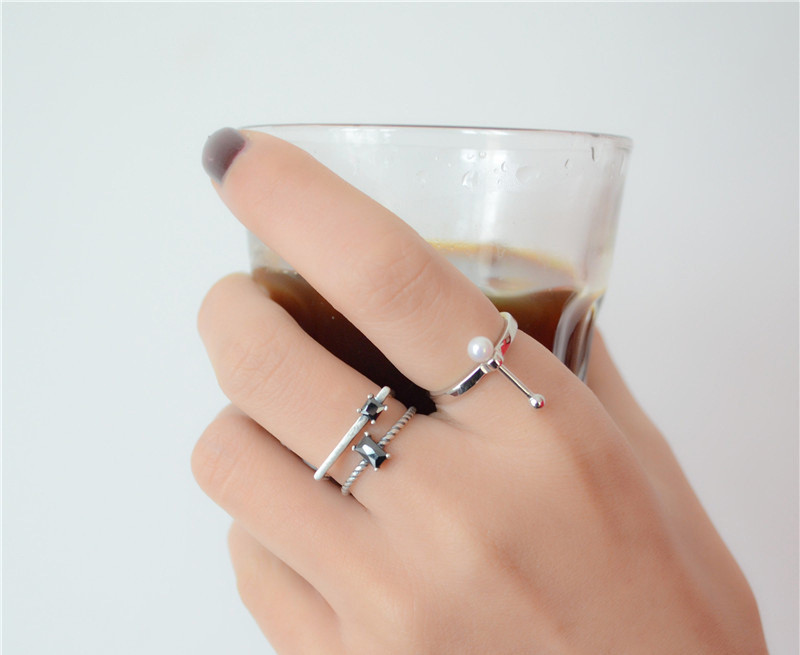 แหวนแฟชั่นสีเงินรมดำ2ชั้นแต่งคริสตัลสีดำ