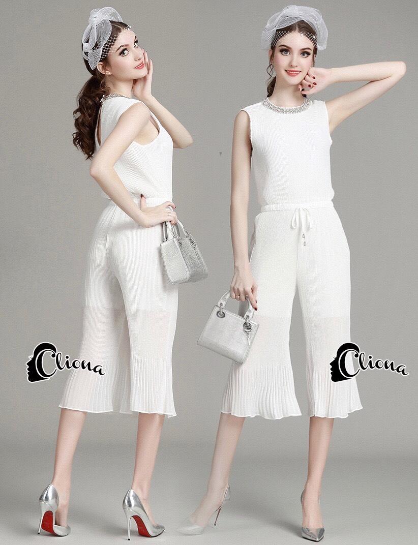 เสื้อผ้าเกาหลี พร้อมส่งจั้มสูทขาม้าลุคไฮโซ สวยหรู จากผ้าตีเกร็ด