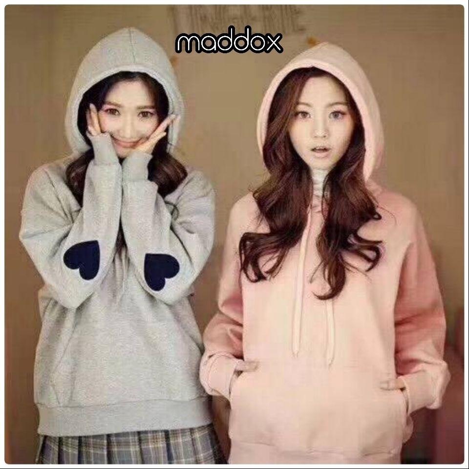เสื้อผ้าเกาหลีพร้อส่ง เสื้อกันหนาวมีฮู้ด แต่งรูปหัวใจตรงแขน2ข้าง
