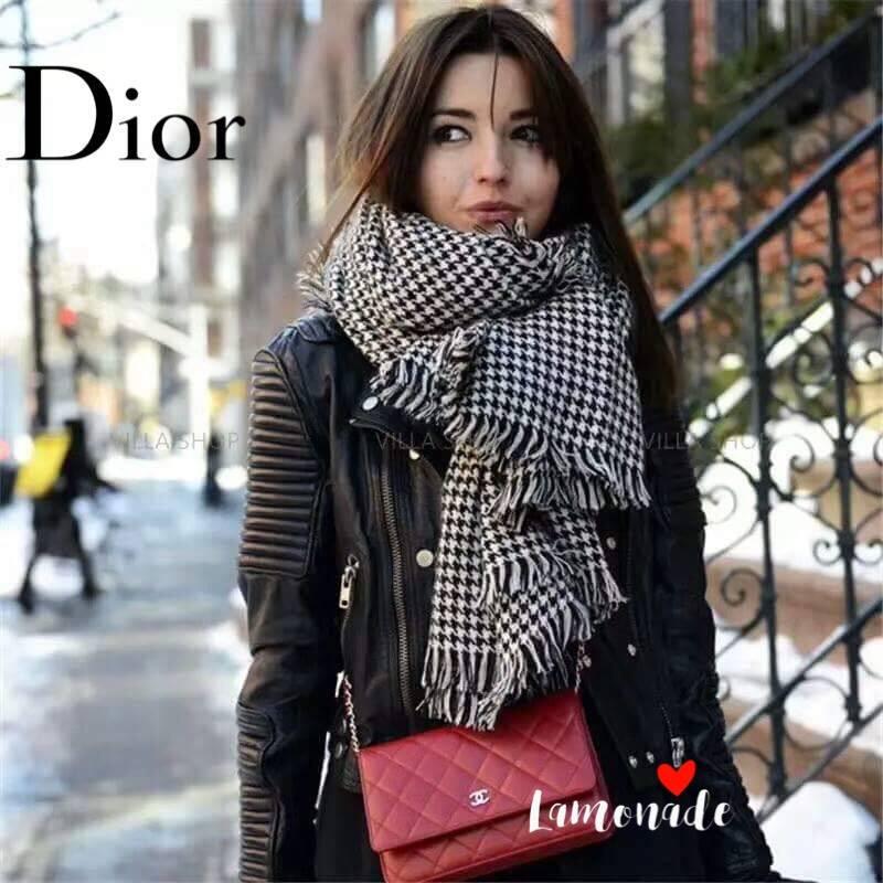 เสื้อผ้าเกาหลีพร้อมส่ง ผ้าพันคอปัก Dior ตัวป้าย แท็ก ทั้งหมดเป็น Dior