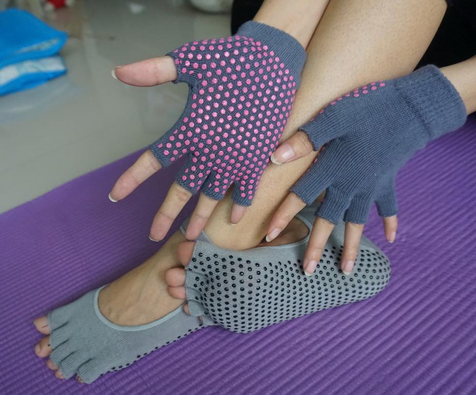 (พรีออเดอร์) ถุงมือ ถุงเท้าโยคะ กันลื่น YKSM30-20