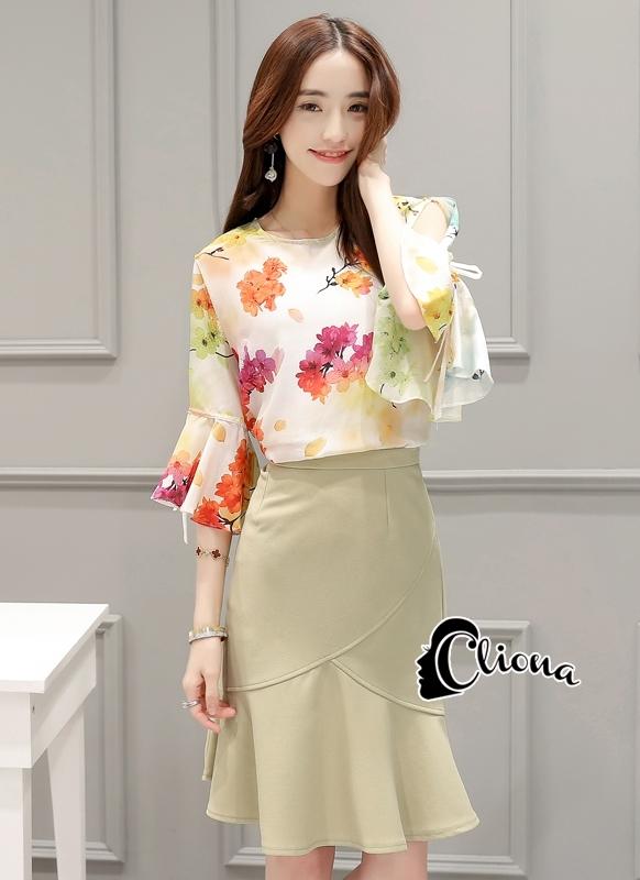 เสื้อผ้าเกาหลี พร้อมส่งFloral Top + Pastel Green Skirt