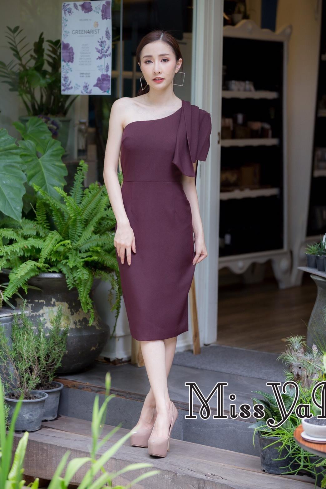 ชุดเดรสเกาหลีพร้อมส่ง Dress เข้ารูป ทรงสวย เรียบ หรู ดูไฮคลาส