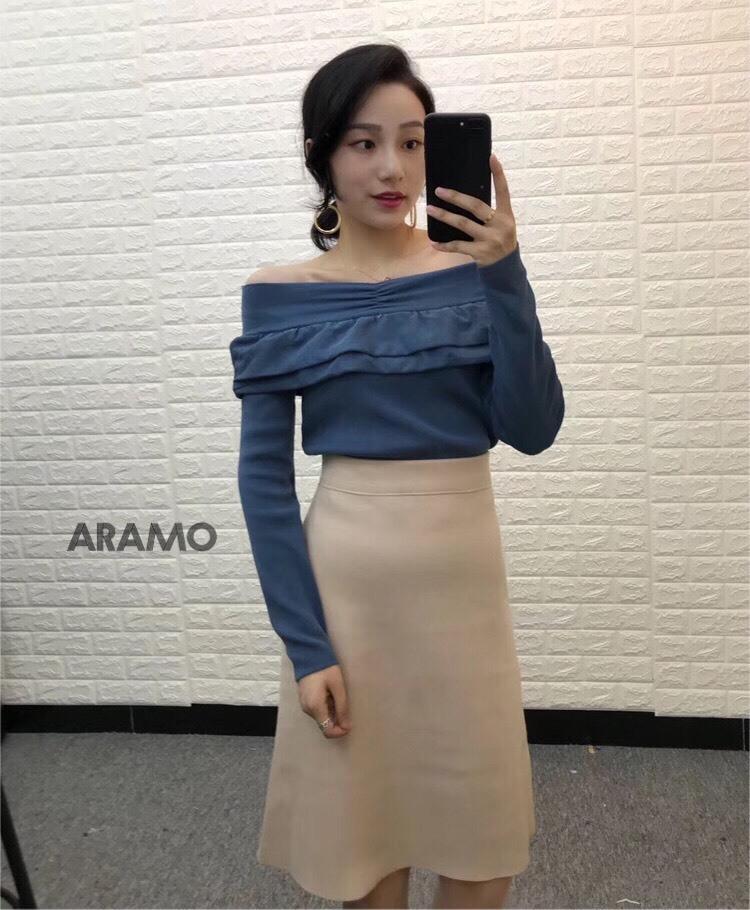 เสื้อผ้าแฟชั่นเกาหลีพร้อมส่ง เสื้อไหมพรมทรงเกาะไหล่แขนยาว