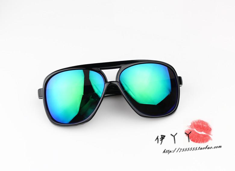 แว่นตากันแดดแฟชั่นเกาหลี กรอบดำมันเลนส์ปรอทสีน้ำเงินเขียว