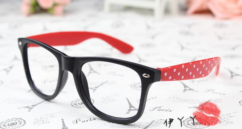 แว่นตาแฟชั่นเกาหลี ดำแดงลายจุด (ไม่มีเลนส์)