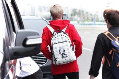 กระเป๋าเป้ TEO HENN GOT7 Style สีขาว
