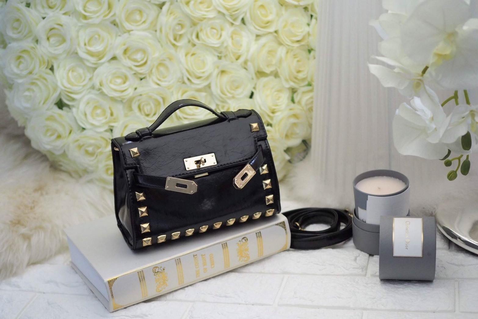 กระเป๋าสะพายข้าง ขนาดมินิ น่ารัก แฟชั่น สไตล์ hermes Magic Bag แต่งหมุด ขนาด 8 นิ้ว ราคา 990 ส่งฟรี ems