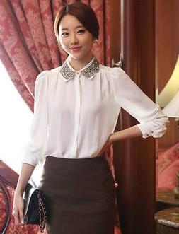 เสื้อทำงานแฟชั่นสไตล์เกาหลีสวยๆ เสื้อแขนยาวสีขาว คอปกลูกไม้สีดำเก๋ๆ ผ้าชีฟอง กระดุมผ่าหน้า