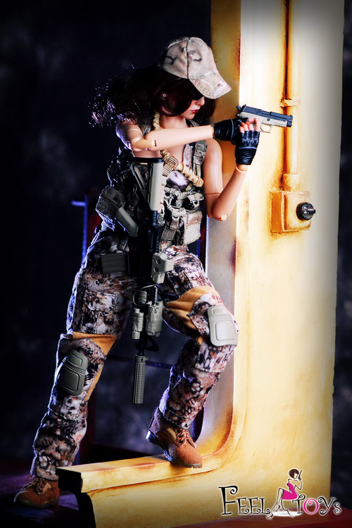 1//6 Scale Feel Toys Female Commando Viper M4 Rifle Set