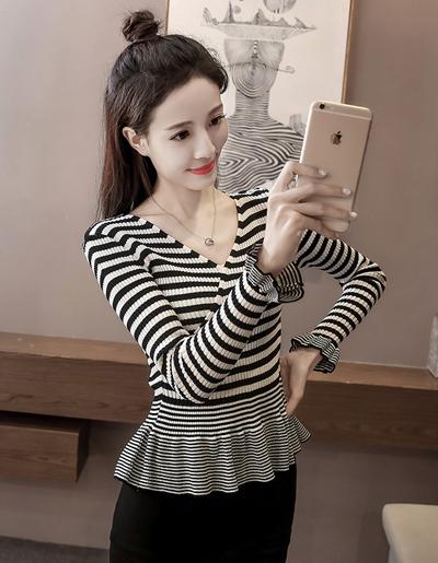 เสื้อไหมพรมแฟชั่นลายริ้ว คอวี เอวเข้ารูปสวยหวานสไตล์เกาหลี-1539