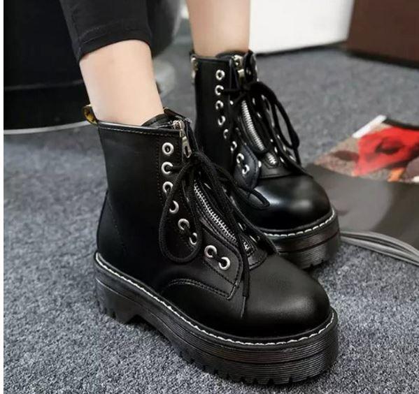 รองเท้าบูทพื้นหนาประดับซิปด้านหน้า