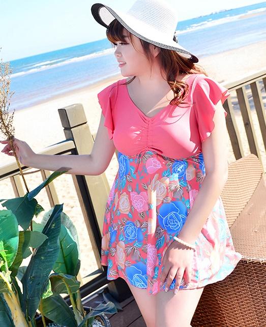Swimsuit Bigsize พร้อมส่ง :ชุดแฟชั่นว่ายน้ำสีชมพูแต่งลายดอกไม้สีสันสดใสแบบเก๋ กางเกงขาสั้นใส่ด้านในน่ารักมากๆจ้า:รอบอก40-48นิ้ว เอว38-46นิ้ว สะโพก44-52นิ้วจ้า