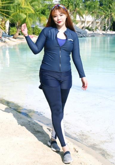 ชุดว่ายน้ำคนอ้วน พร้อมส่ง :ชุดว่ายน้ำไซส์ใหญ่สีน้ำเงินแบบสปอร์ตซิปหน้า set 5ชิ้น มีเสื้อแขนยาว บรา บิกินี่ กางเกงขาสั้นและกางเกงขายาว แบบสวยคุ้มสุดๆจ้า:รายละเอียดไซส์คลิกเลยจ้า