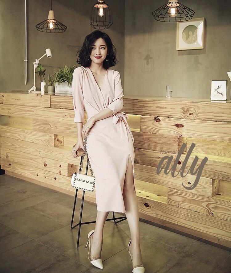 เสื้อผ้าแฟชั่นเกาหลี New Arrival .. Don't Miss!! Normal Ally Present Boutique and classy dress