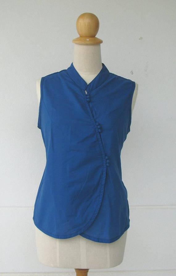 เสื้อแขนกุดสีน้ำเงิน กระดุมผ้า