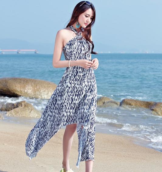 ชุดเดรสยาวสีน้ำเงิน-ขาว โชว์หลัง แฟชั่นชุดไปเที่ยวทะเลสวยๆ มาใหม่ล่าสุด