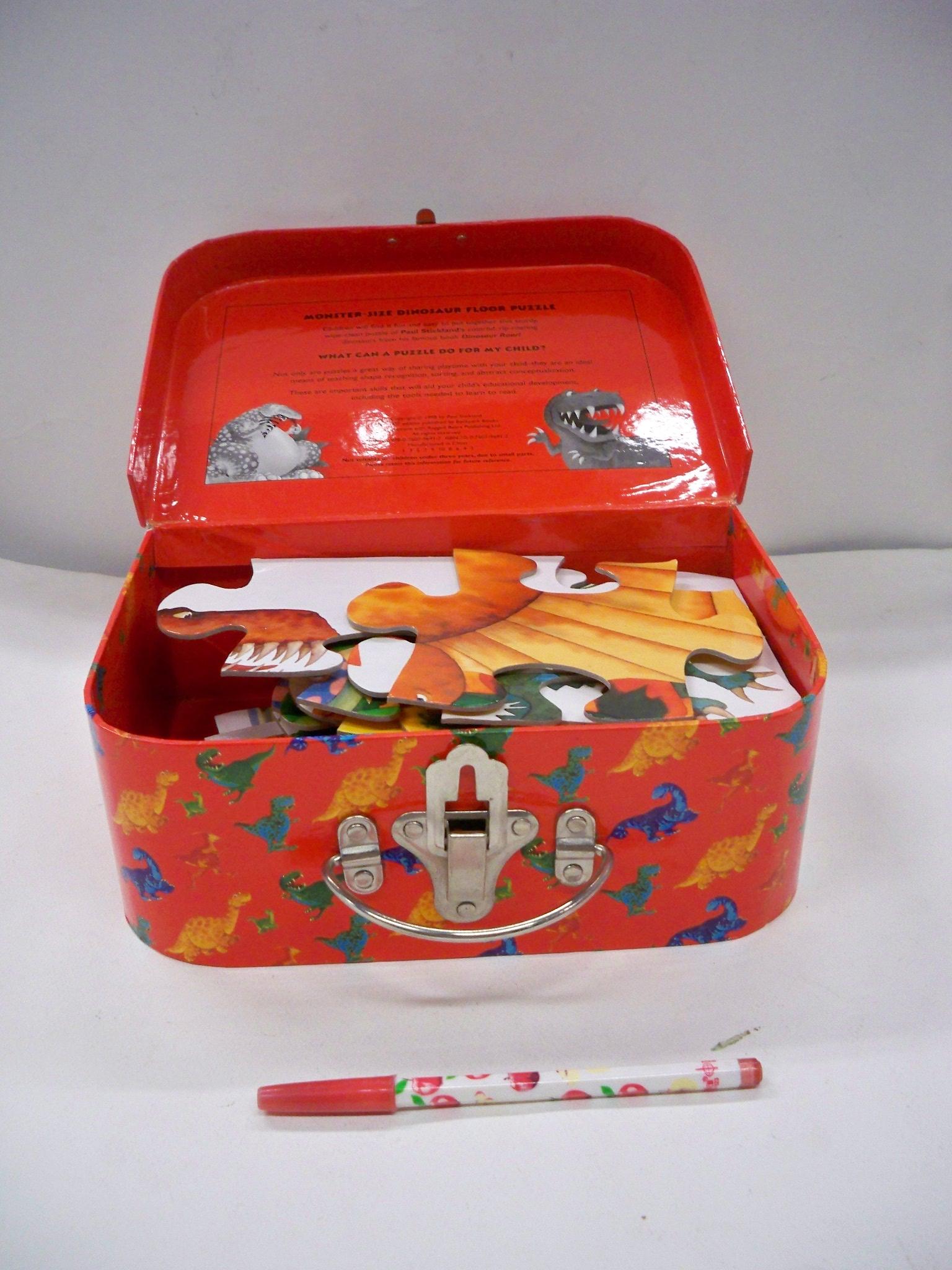 จิกซอไดโนเสาร์ในกล่องแดง