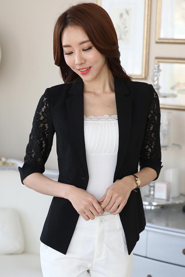 เสื้อสูทแฟชั่น เสื้อสูทผู้หญิง สีดำ แต่งแขนผ้าลูกไม้ แขนพับสามส่วน