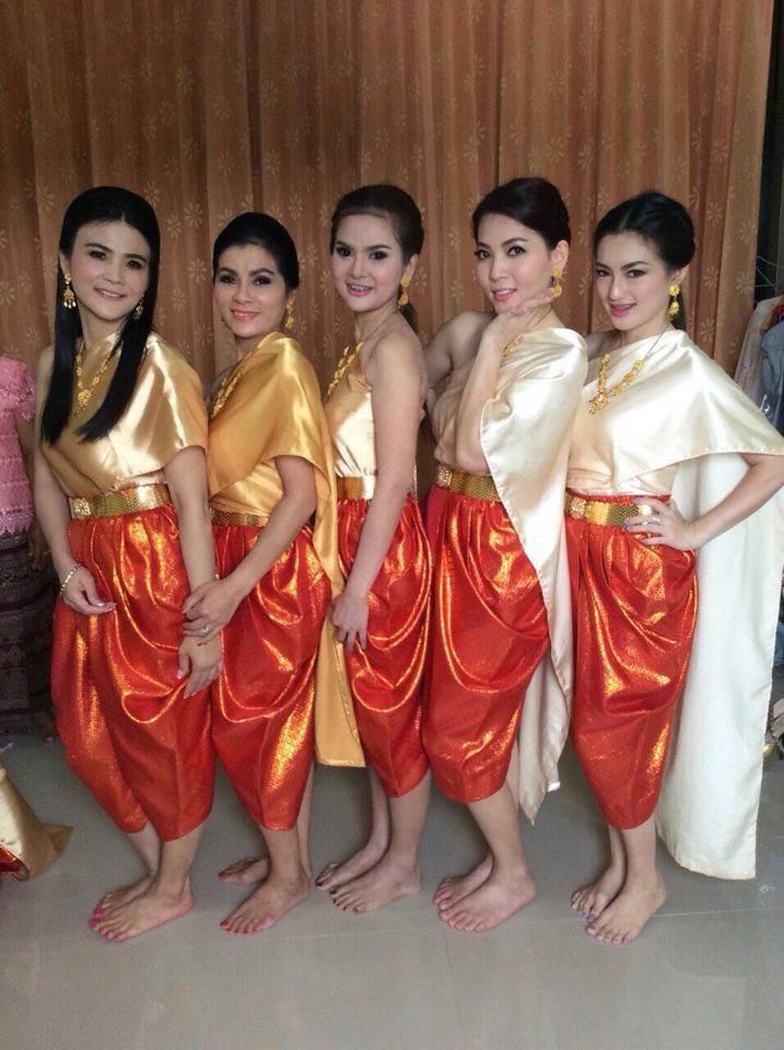 ชุดไทยสไบใส่คู่กับโจงกระเบน ดูสวยแก่นแก้วไปอีกแบบ