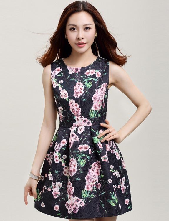 ชุดเดรสสั้นสวยๆ สีดำ ลายดอกซากุระ ผ้าโพลีเอสเตอร์อัดลายดอกไม้ คอกลม แขนกุด ซิปหลัง