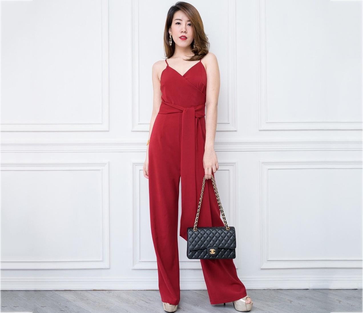 ชุดจั๊มสูทกางเกงขายาวสีแดง สายเดี่ยว กางเกงขากระบอก มาพร้อมผ้าผูกเอว : พร้อมส่ง