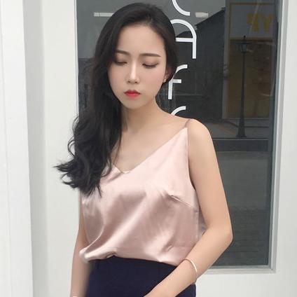เสื้อสายเดี่ยวสีชมพูโรสโกลด์ ผ้าไหมซาติน สวยเก๋ น่ารักๆ แฟชั่นสวยๆสไตล์เกาหลี