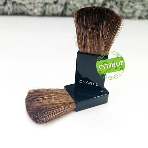 Chanel Blush Brush แปรงขนาดพกพา สำหรับแป้งฝุ่น บลัชออน ทำจากขนสัตว์แท้ ไม่กินเนื้อบลัช ช่วยให้ปัดได้กลมกลืน นวลเนียน