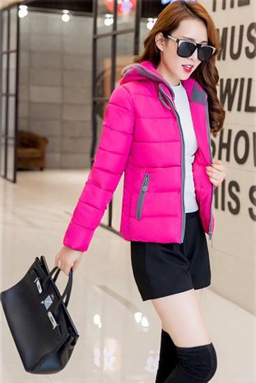 เสื้อโค้ทผู้หญิง สีชมพูบานเย็น ตัดสีเทาช่วงแขนจั๊มและซิปรูด มีกระเป๋าด้านข้าง