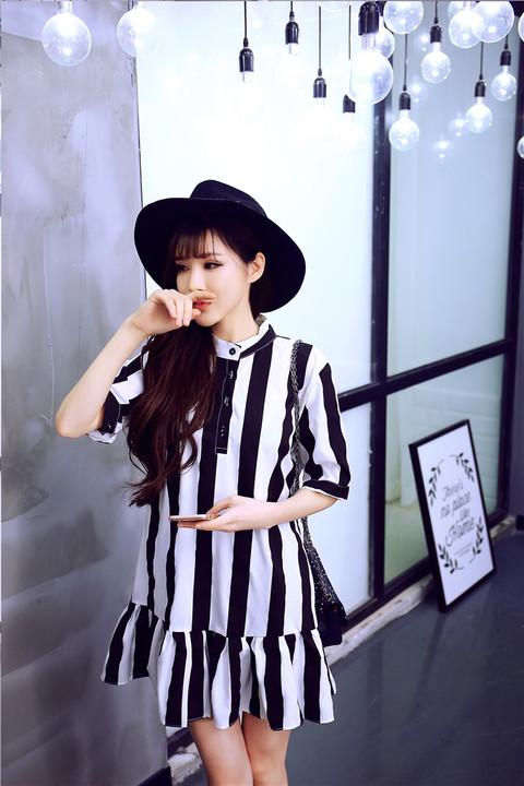 รับตัวแทนจำหน่ายชุดเดรสทำงานแฟชั่นเกาหลีลายทางสีขาวดำสวยๆ