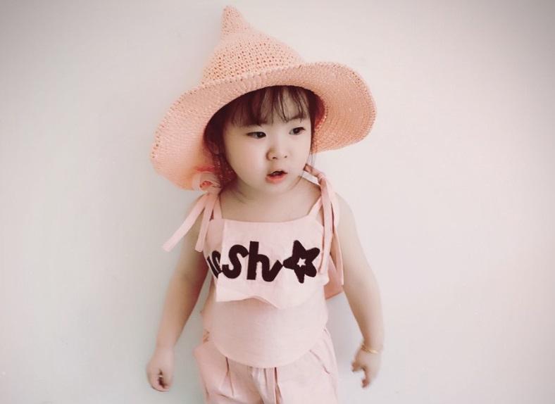 หมวกฟางถักทรงแหลมสีชมพู แพ็ค 3 ชิ้น