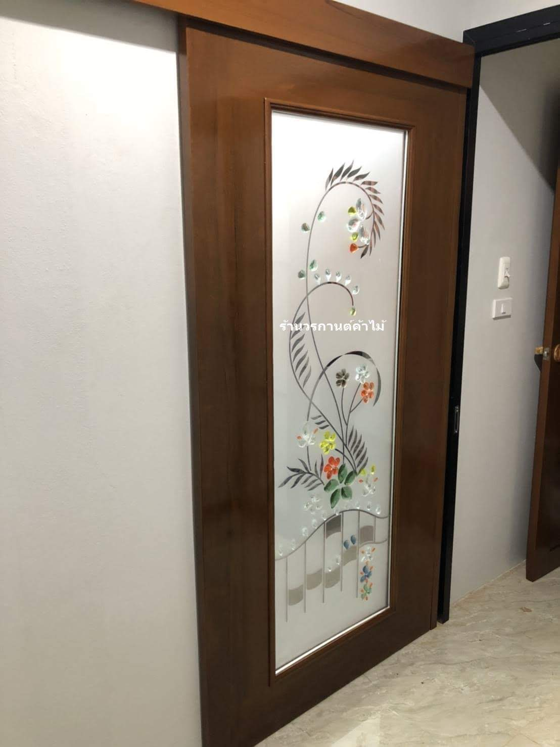 ประตูไม้สักกระจกแกะลายสวยงานบานเลื่อน รหัสAAA35