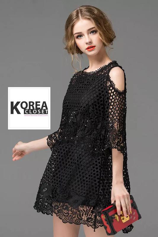 ชุดเดรสแฟชั่น Lilly Cut Shoulder Lace Dress by ChiCha's สีดำ