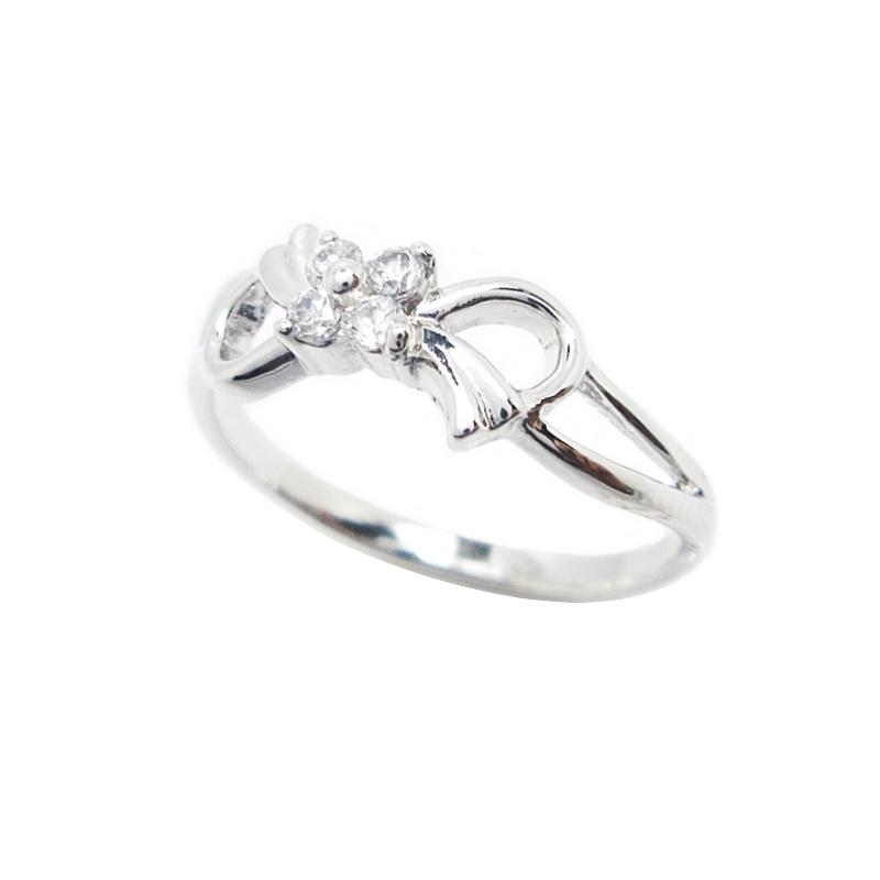 แหวนโบว์ประดับเพชรสี่เม็ดชุบทองคำขาว