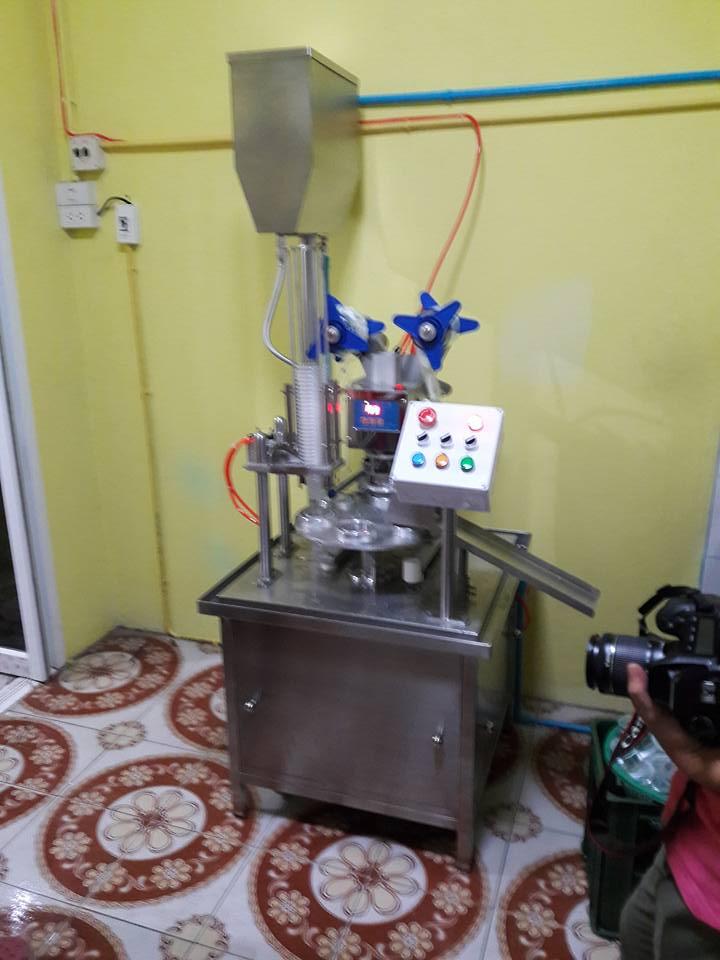 เครื่องผลิตน้ำแก้ว
