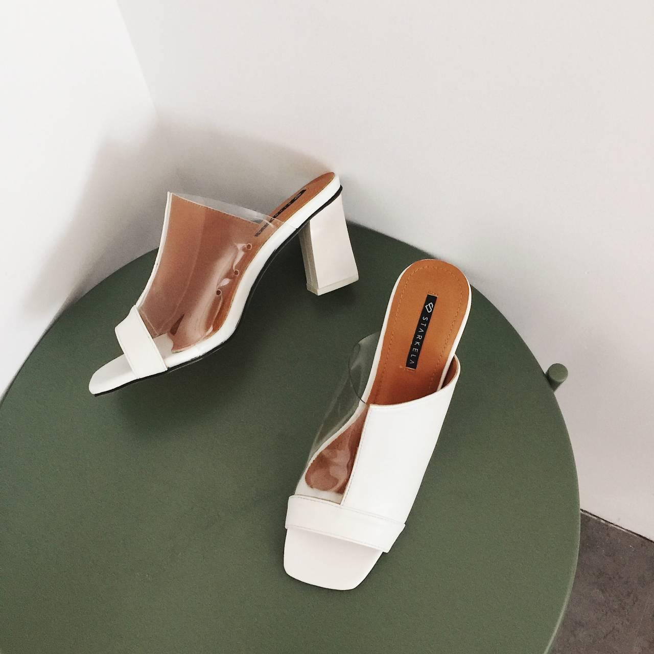 รองเท้าแฟชั่นสีขาว