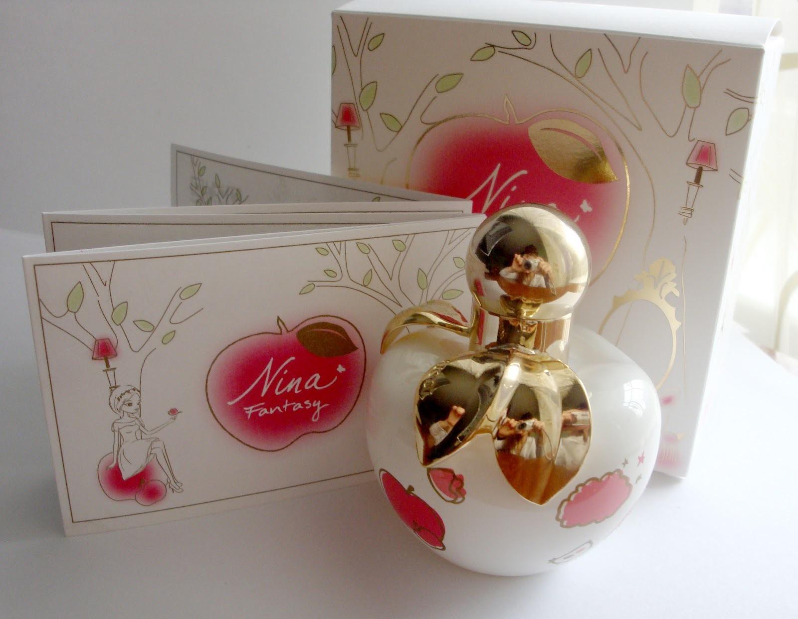 Nina Ricci Fantasy Eau De Toilette Spray Limited Edition for Women น้ำหอม Nina Ricci Fantasy ขวดรูปแอ๊ปเปิ้ลสีขาวลายน้องกวางน้อยน่ารักมาก จุกสีทอง ขนาดจริง ปริมาณ 80 ml. หอมหวาน แนวน่ารัก มีสเน่ห์ ตัวนี้ เป็นสินค้า Limited ออกครั้งเดียว และ ไม่มีมาวางจำหน