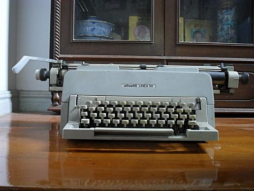 เครื่องวพิมพ์ดีด olivetti98