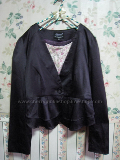 สูท เสื้อตัวนอก สีม่วงมันสวยเรียบหรู ยี่ห้อ Touraine มีระบายที่ชายเสื้อ 2 ชั้น ใส่แล้วดูดีมีสไตล์
