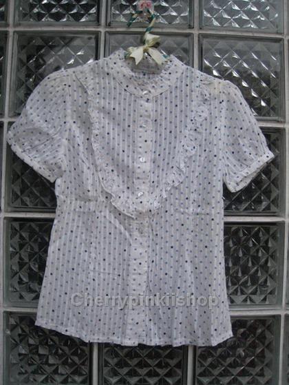 เสื้อแฟชั่น ลายPloka dot สีขาว จุดฟ้า แขนตุ๊กตา มีระบายด้านหน้า ผ้าบางใส่สบาย