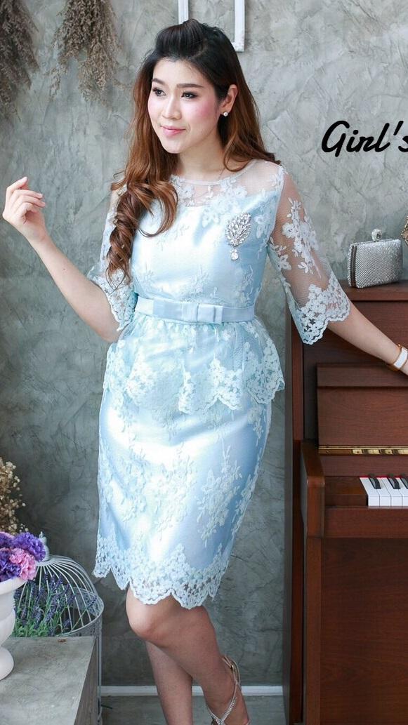 (Size M ) ชุดไปงานแต่งงาน ชุดไปงานแต่งเดรสสีฟ้า ผ้าไหมแขนสามส่วน แต่งด้วยลูกไม้ออแกนดี้อย่างดีทั้งตัวผ้าสั่งทำพิเศษ มีดีเทลที่ชายตัดแต่งตามหยักลูกไม้ ทั้งทรงและคัตติ้งบอกได้คำเดียวว่าเป๊ะ