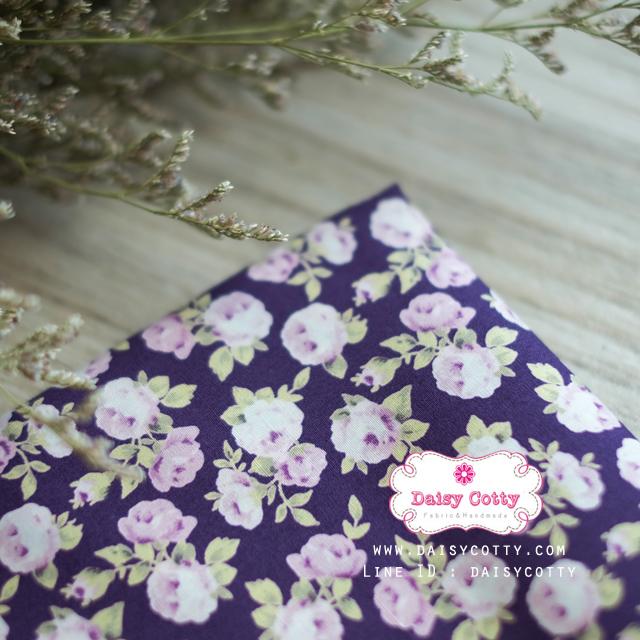 ผ้าคอตตอนไทย 100% 1/4 ม.(50x55ซม.) พื้นสีม่วง ลายดอกกุหลาบวินเทจ