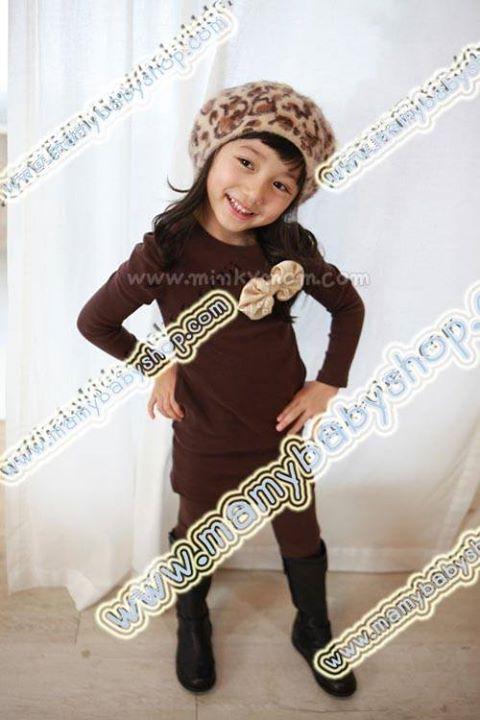 เสื้อเดรสตัวยาวสไตล์เกาหลี (MADE IN KOREA) เนื้อผ้านุ่ม สวมใส่สบาย ด้านหน้าติดโบว์ ใส่แล้วน่ารักแน่นอนจ้า สีน้ำตาล