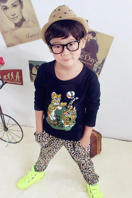Huanzhu kids ชุดเซตเด็ก 3 ชิ้น เสื้อแขนยาวสีดำ สกีนรูปเสือ +กางเกงลายเสือ + ผ้าพันคอน่ารักสไตล์เกาหลี เก๋มากค่ะ