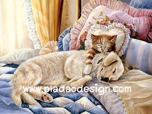 กระดาษสาพิมพ์ลาย สำหรับทำงาน เดคูพาจ Decoupage แนวภาพ นอนสบายกันจริงๆ น้องหมานอนตักพี่เหมียวอยู่บนเตียงนุ่ม