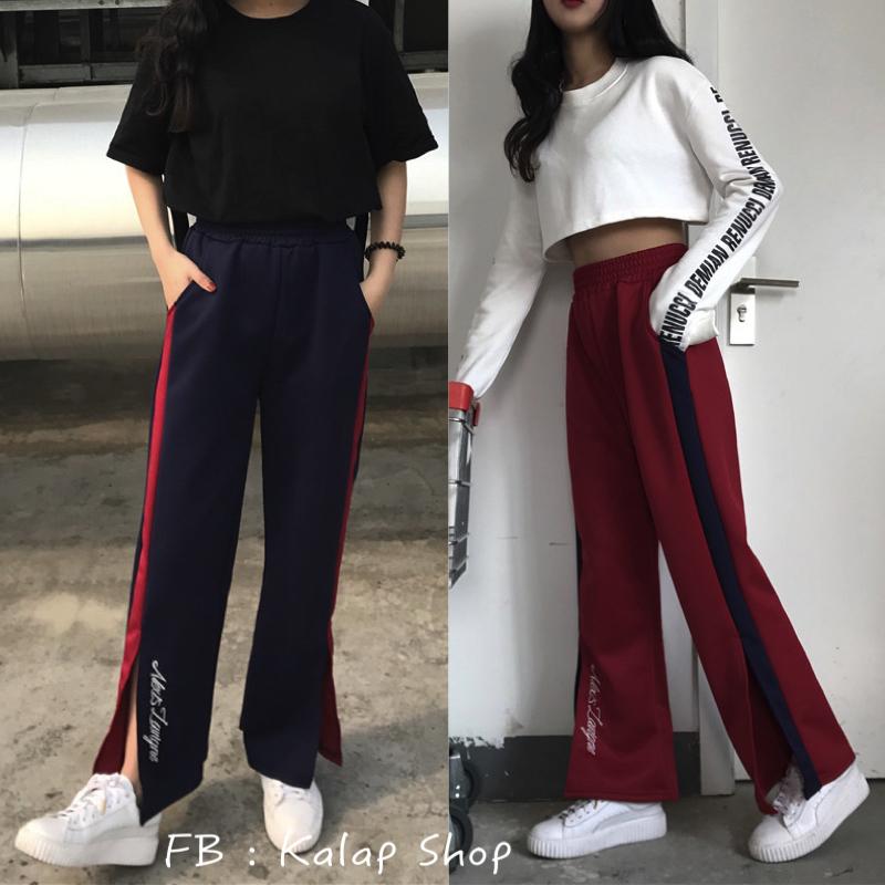 [Preorder] กางเกงขายาวปักตัวอักษรมีผ่าเปิดข้างโชว์ขา มีสีน้ำเงิน/แดง