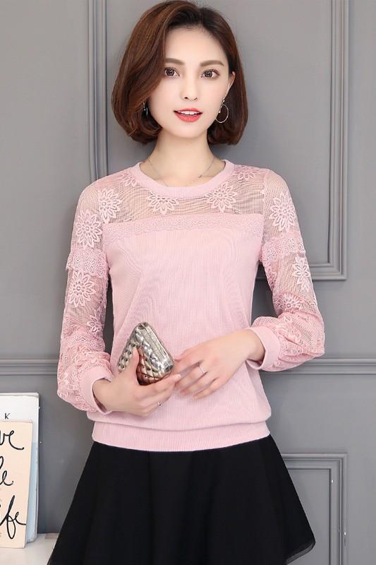 เสื้อยืดแฟชั่น เสื้อยืดคอกลม สีชมพู หวานๆ คอกลม แต่งแขนลายตาข่าย เย็บแต่งด้วยผ้าลูกไม้ แขนยาว แฟชั่นเกาหลีน่ารัก ๆ