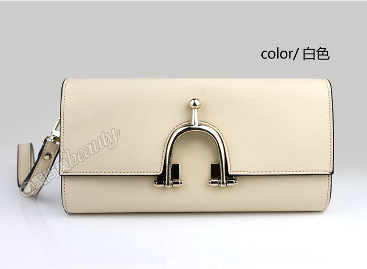 (Pre-Order) กระเป๋าคลัช สีครีม มีห่วงด้านหน้า กระเป๋าแฟชั่นเกาหลี แฟชั่นกระเป๋าสไตล์เกาหลี