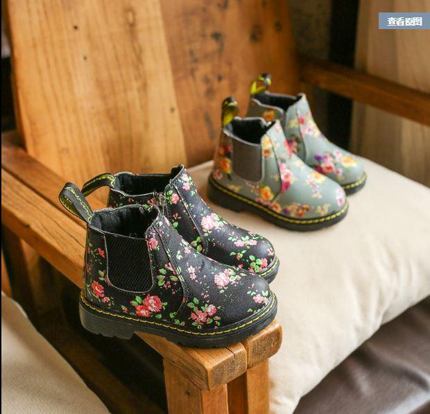 รองเท้าบูทเด็กแบบสั้นลายดอกไม้ สไตล์วินเทจ